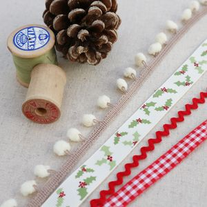 Holly Leaf, Christmas Ribbon Collection - sewing & knitting