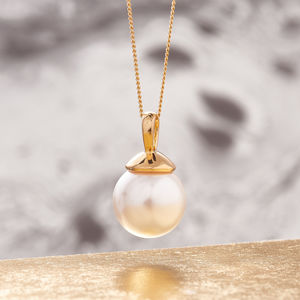 Pearl Pendant In Gold Necklace