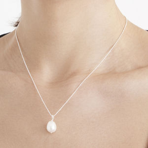 Lisa Pearl Necklace