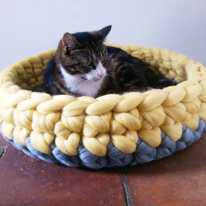 Cat Bed Crochet Wool Chunky Yarn Choice Of Colours - gifts for pets