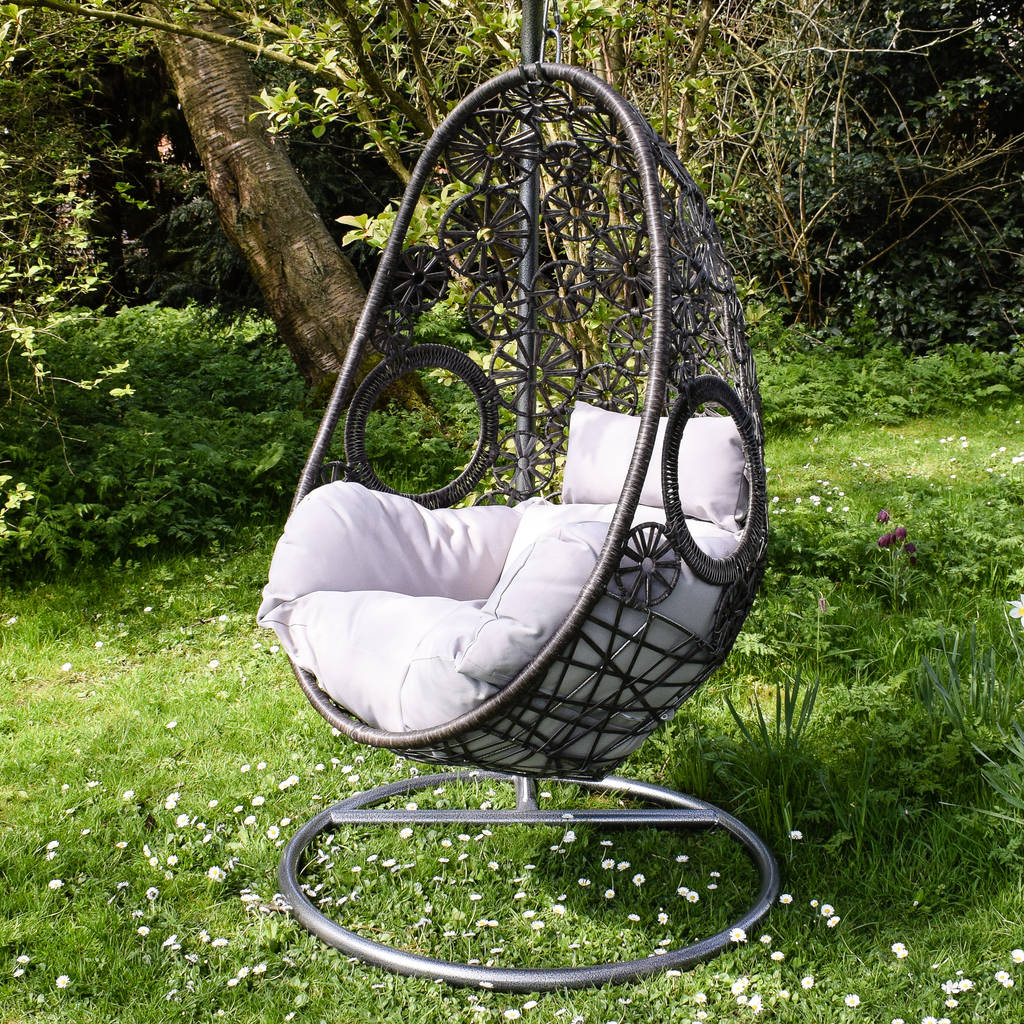 wild garden hanging egg chair with cushion garden ftempo. Black Bedroom Furniture Sets. Home Design Ideas