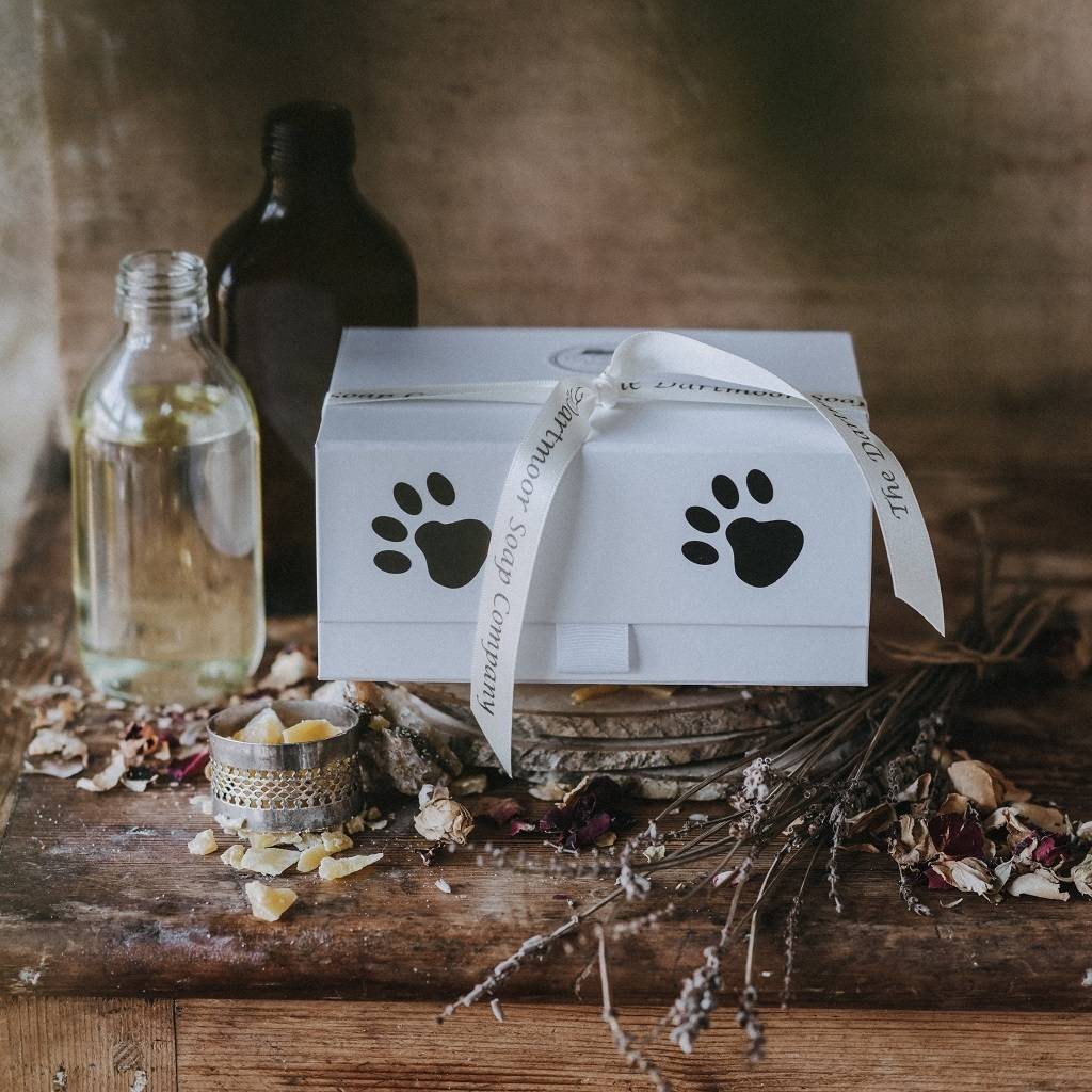 86328d6f4 a gift set for dog lovers by the dartmoor soap company ...