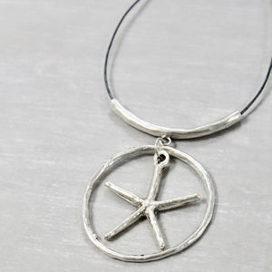 Circle And Starfish Pendant Necklace
