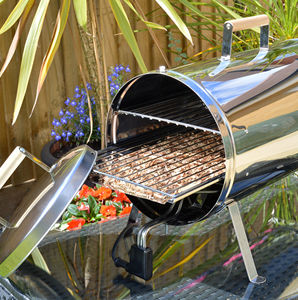 Electric Hot Or Cold Bbq Smoker Oven And Woodchips - food & drink