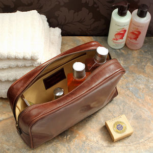 Luxury Italian Leather Washbag. 'The Raffaelle'