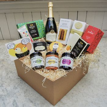 Happy Easter Deluxe Hamper With Sparkling Wine