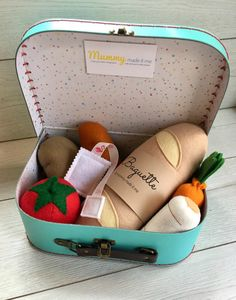 Build Your Own Pretend Play Felt Food Hamper