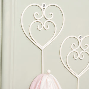 Country Cream Heart Hook - kitchen