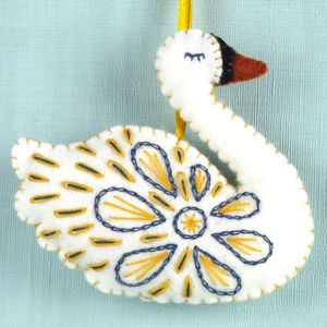 12 Days Of Christmas Swan Felt Mini Kit - decoration making kits