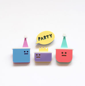 Tupperware Party Brooch Set