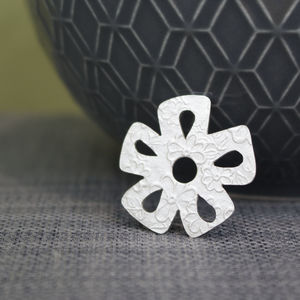 Sterling Silver Watercolour Small Daisy Pin