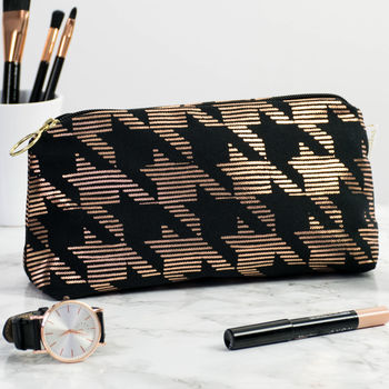 Metallic Dogtooth Makeup Bag In Black