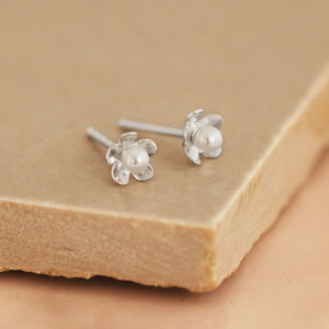 Dainty Silver Daisy Stud Earrings - earrings