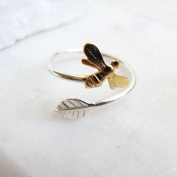 Adjustable Ring With Leaf And Bee In Gold And Silver