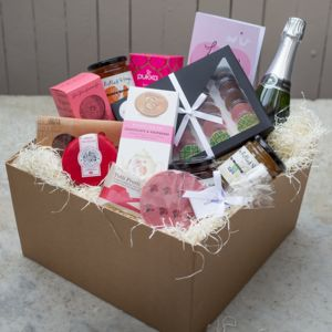 'Lovebirds' Deluxe Hamper With Sparkling Wine