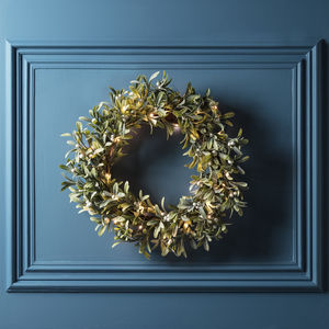 Frosted Mistletoe Artificial Christmas Wreath - wreaths