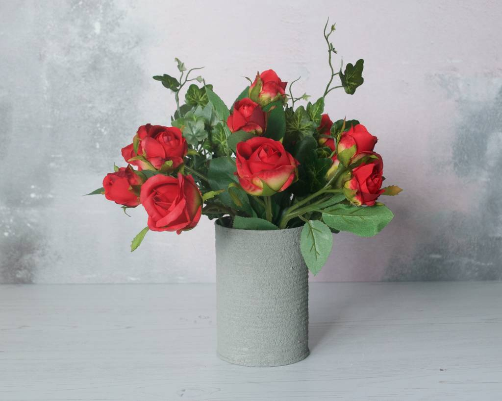 Roses With Ivy In Textured Vase