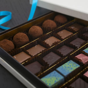 Artisan Chocolates Sea Salt And Caramel 25 Pieces - flowers & chocolates with a twist