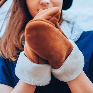 Chestnut Sheepskin Womens Mitten - gloves