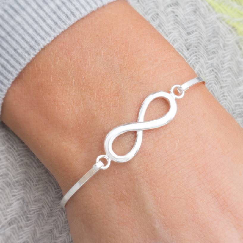 Infinity Silver bracelets advise to wear for on every day in 2019