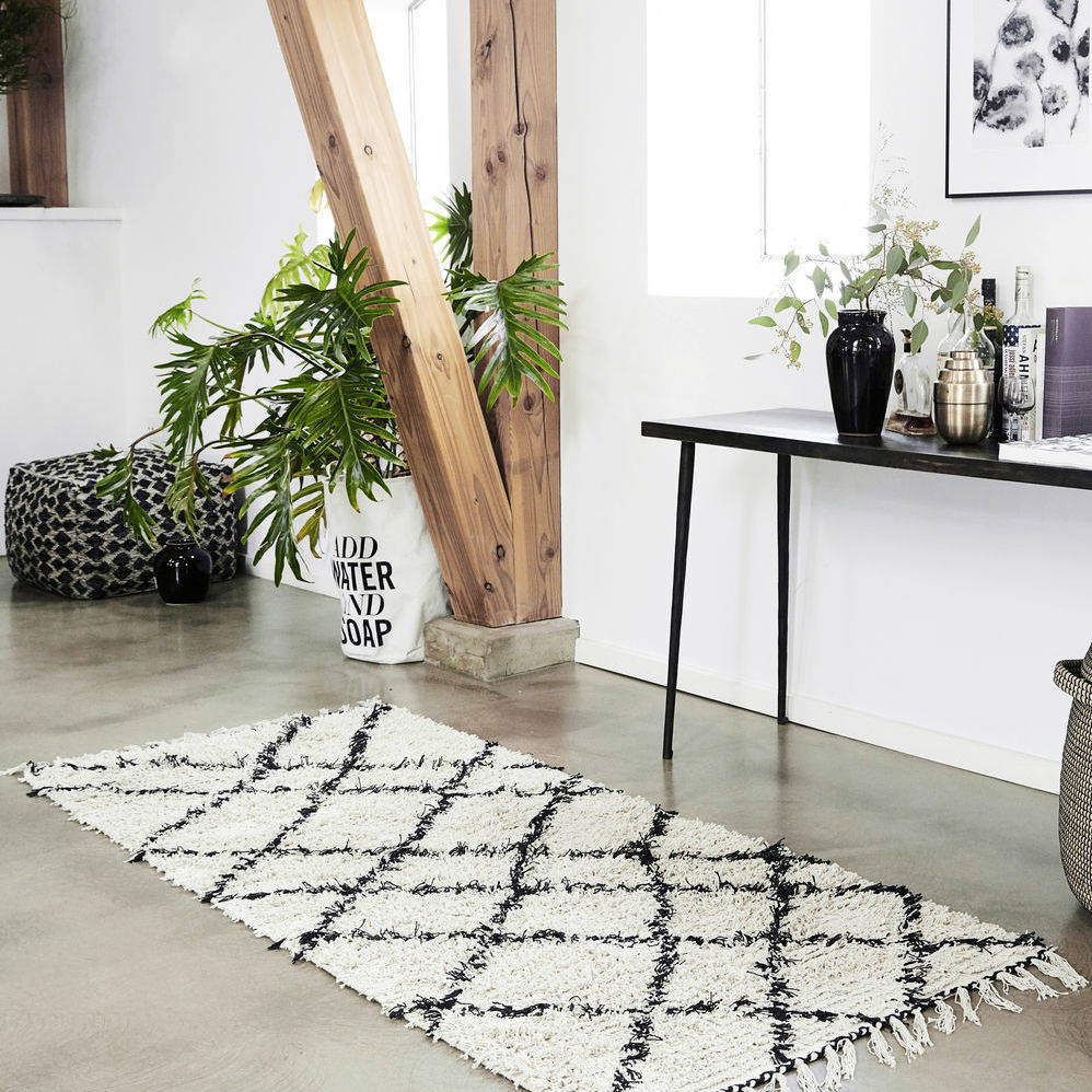 Tufted Geometric Rug In Black And Cream