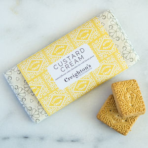 Creighton's Custard Cream Chocolate Bar - little extras