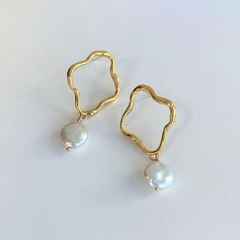 Wiggle Coin Pearl Pendant Earrings