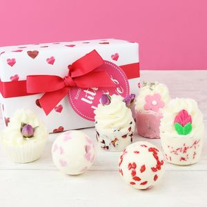 'Little Box Of Love' Bath Ballotin Box - new in home