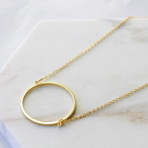 Stylish Gold Circle Necklace - the halo effect