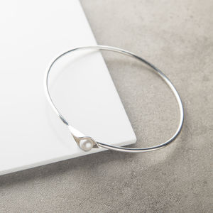 Calla Lily Pearl Bangle