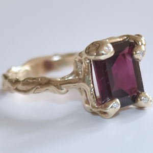 Gold Ring Set With Garnet And White Diamonds - precious gemstones