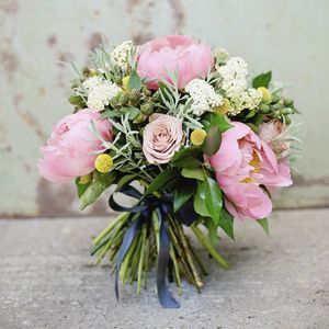 Seasonal Hand Tied Bouquet Workshop With Prosecco - experiences