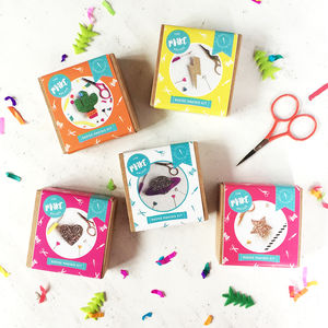 Set Of Five Badge Making Craft Kit