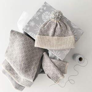 Blanket Scarf, Bobblehat And Wrist Warmers Gift Set