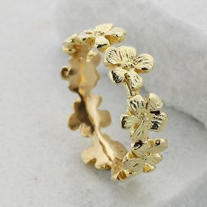 18ct Gold Dainty Flower Garland Ring