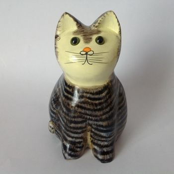 Wooden Cat Figurine In Tabby Design Pd7