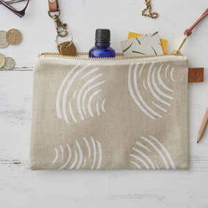 Clams Shells Linen Zipped Purse - make-up bags