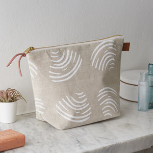 Clams Linen Wash Bag - make-up bags