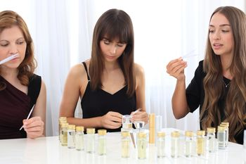 Design Your Own Perfume Gold Fragrance Experience