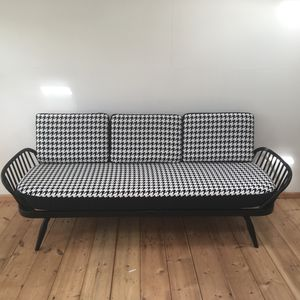 Vintage Dog Tooth Check Ercol Studio Couch - furniture