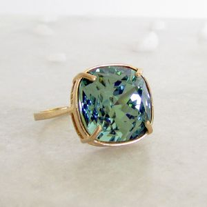 Parakeet Solitaire Ring