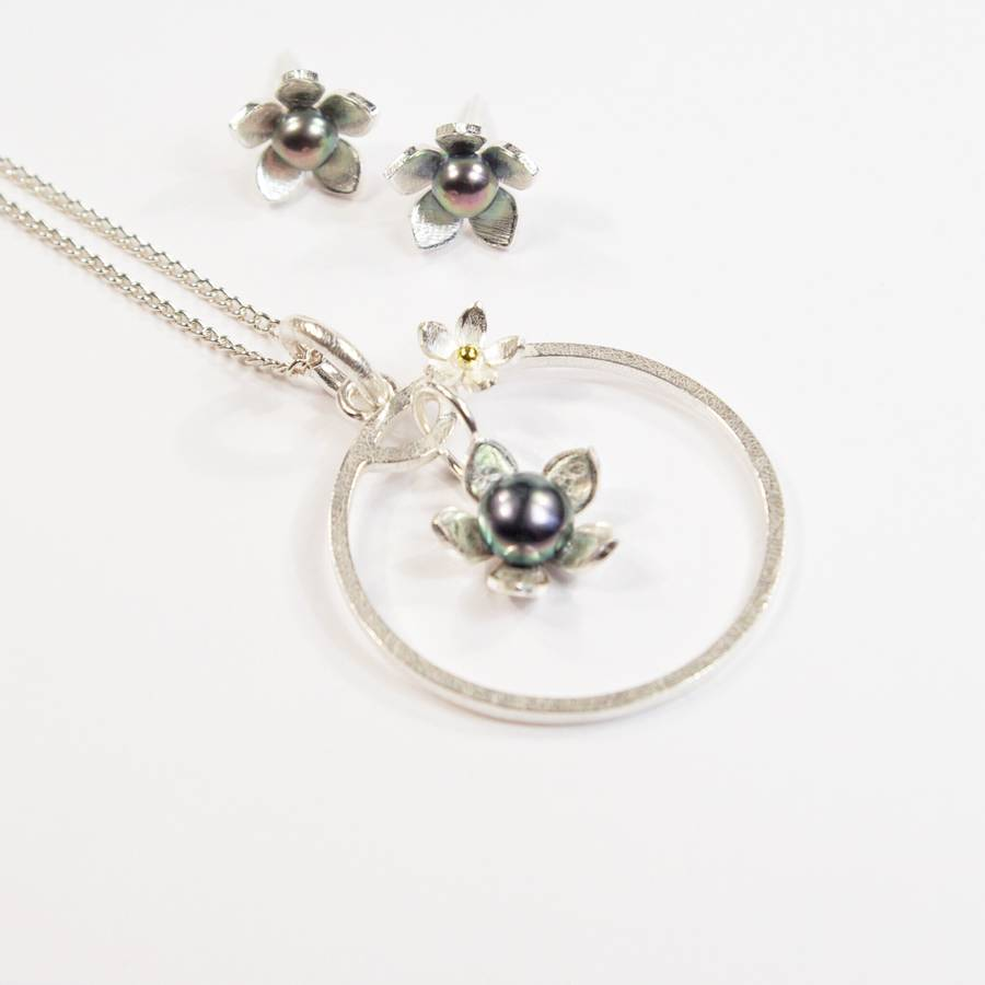 Silver And Pearl Gilia Flower Frame Large Pendant Set