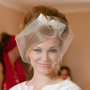 Twiggy Short Tulle And Bow Veil