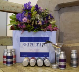 Ten Year Wedding Anniversary Gin Tin Gift Set