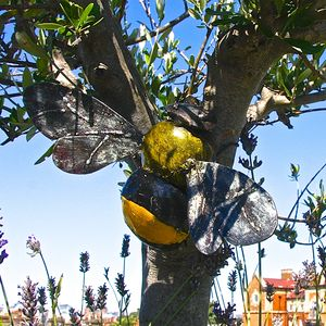 Bumblebee Garden Wall Sculpture - art & decorations