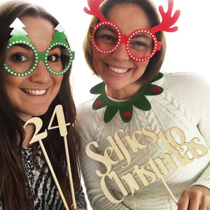 24 Selfies To Christmas Photo Props - advent calendars
