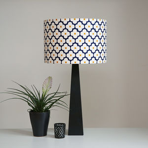 Flowers Tablelamp Black Oak
