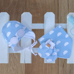 Newborn Gift Set Of Hat, Bib And Mittens Blue