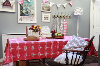 Red Cow Parsley Matt Oilcloth