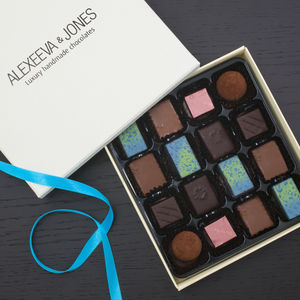 Artisan Chocolate Sea Salt And Caramel 16 Pieces - original corporate gifts